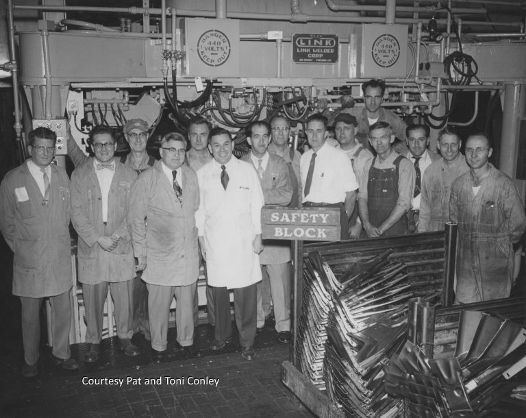 The workforce at the Twin Cities Assembly Plant was overwhelmingly white and male until the late 1970s, as seen in this photo from the 1950s. Courtesy Pat and Toni Conley