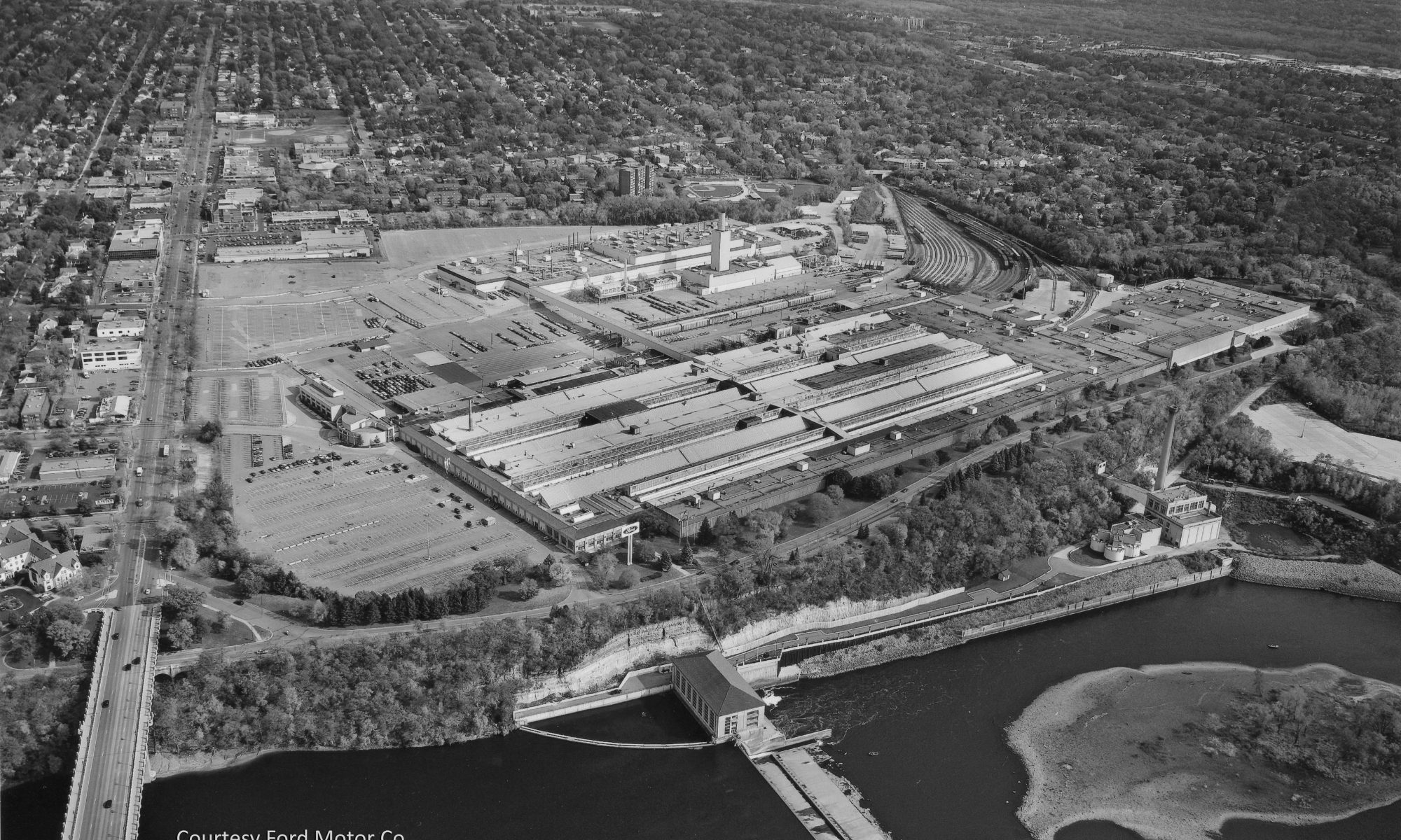 The Twin Cities Assembly Plant, pictured here around 2006, occupied 122 acres adjacent the Mississippi River in Saint Paul. The original plant site consisted of 200 acres, some of which was eventually sold to private developers for the shopping center and apartment buildings along the eastern edge of the property. However, Ford retained the mineral rights under the parcels that had been sold. Courtesy Ford Motor Company